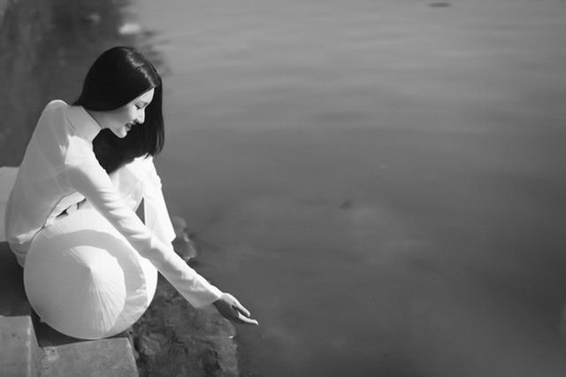 gai hue 04 - Thơ khuyết - thơ Hoàng Oanh