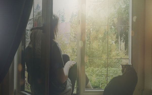 e90c122d628551763503fb59149d7d8fd8fbfedb - Bầu trời bên cửa sổ - thơ Phong Tâm