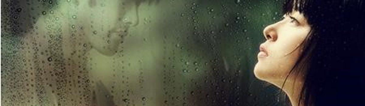 Ngồi khóc dưới mưa…