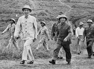20 300x221 - Kỷ niệm 130 năm Ngày sinh Chủ tịch Hồ Chí Minh (1890-2020): Hồ Chí Minh - Người yêu thương tất cả, chỉ quên mình