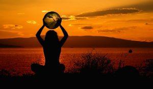 earth 2611137 640 300x174 - Sống độc lập, nghĩ tự do - Tản văn San San