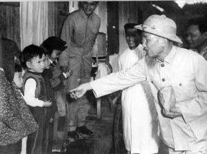 images1617186 hochiminh 300x223 - Kỷ niệm 130 năm Ngày sinh Chủ tịch Hồ Chí Minh (1890-2020): Hồ Chí Minh - Người yêu thương tất cả, chỉ quên mình