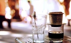 hinh anh cafe dep ly cafe ca phe sua da ca phe den 1 copy 300x181 - Lão Tứ (Phần 1 và 2)- Truyện ngắn Nguyễn Hòa Bình