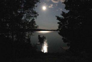 Như vẫn còn mùa trăng