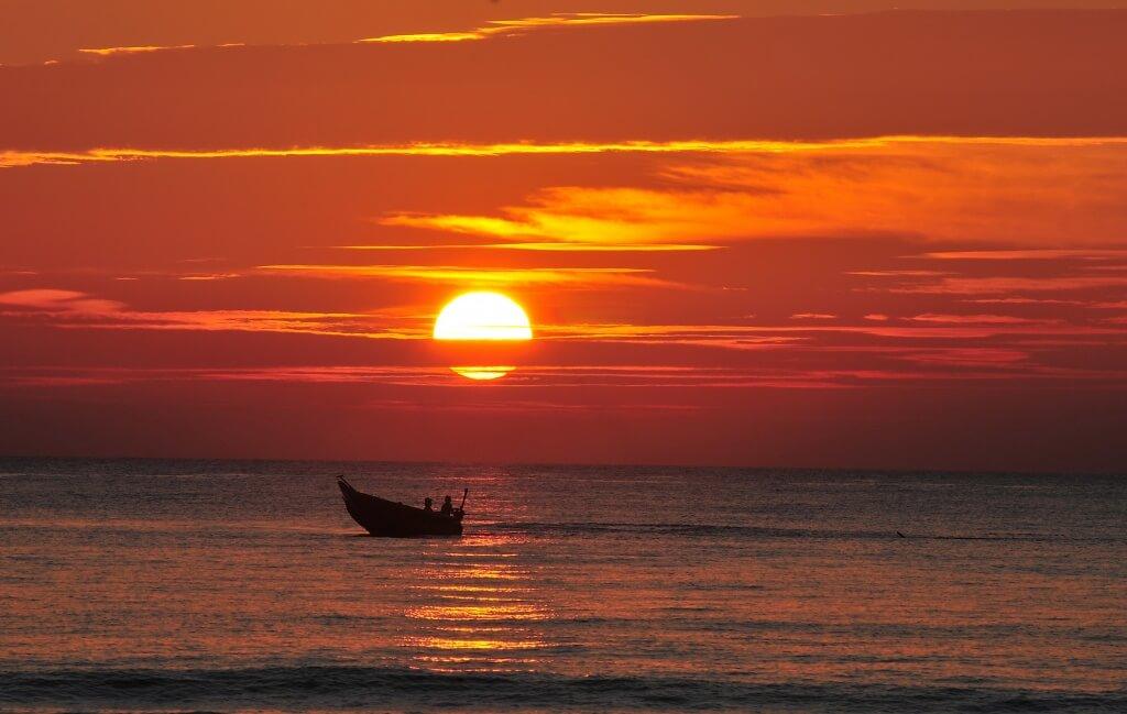 hinh anh con thuyen vuot song3 - Thuyền Và Biển - Thơ Trịnh Thanh Hằng