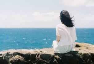 4452 alone girl on sea beach wallpaper cover for fb 305x207 - Đến Bao Giờ Ta Mới Thực Sự Quên - Thơ Thanh Sunshine