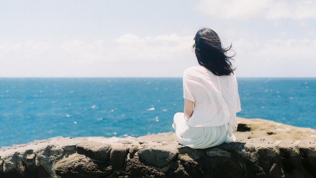 4452 alone girl on sea beach wallpaper cover for fb - Đến Bao Giờ Ta Mới Thực Sự Quên - Thơ Thanh Sunshine