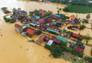 inbound1765923003 305x207 - Đất miền Trung, đau thương ngày mưa bão - Thơ Lê Hoàng Huy